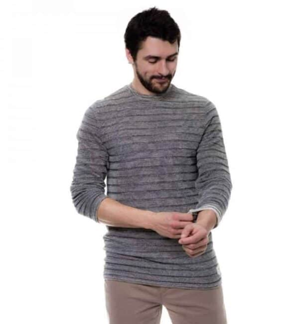 53e3d42a 6 Ethical Sweaters for the Guy in Your Life - Eco-Stylist