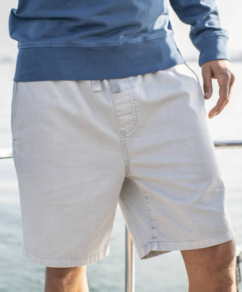 Shorts with buttons made from ocean plastic