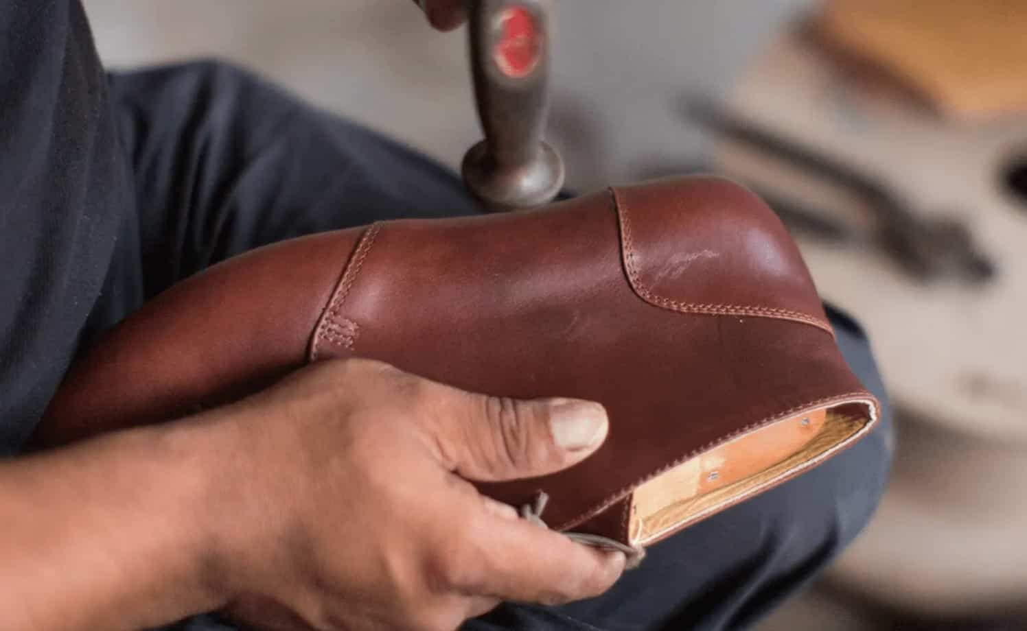 Nisolo craftsmen making shoes