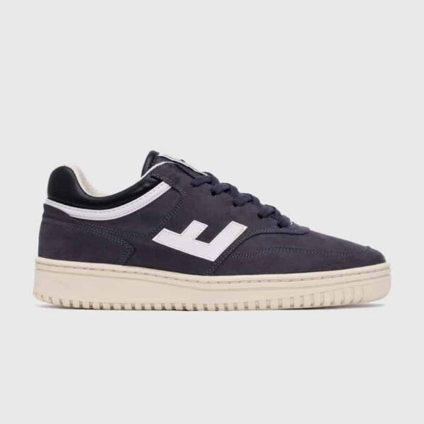 Retro 90's Sneaker